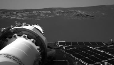 The rover's first view of the Meridiani Planum shows bare rock dead ahead