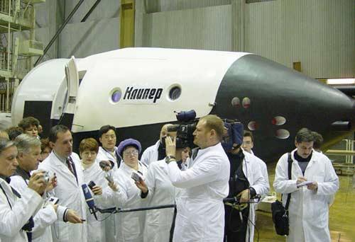 A model of Kliper was displayed by the Russian space manufacturer Energia in November 2004