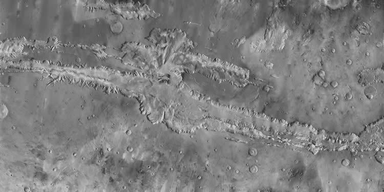Google Mars includes the highest resolution mosaic of Valles Marineris ever produced, which incorporates more than 500 infrared images captured by the Mars Odyssey probe (NASA/JPL/Arizona State University)