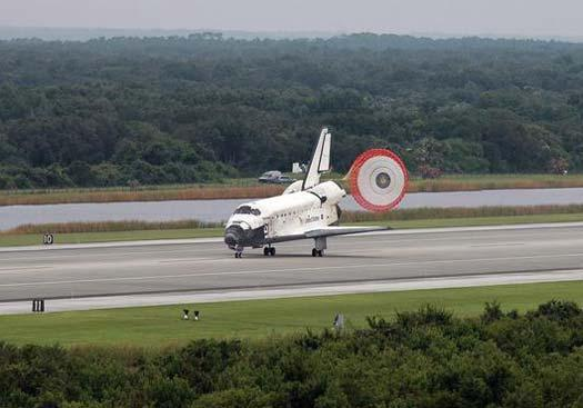 To avoid thunderstorms, the shuttle switched its direction of approach to the runway as it descended