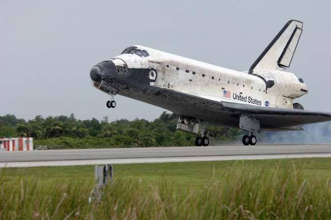 Discovery touches down after completing a mission of 5.3 million miles and landing 202 orbits of Earth