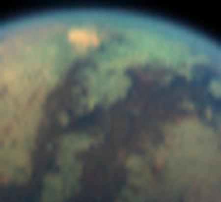 Titan's bright spot doubled in size and in brightness in March 2005 compared to its appearance in July 2004