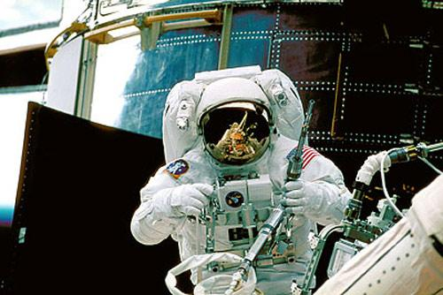 Astronaut Steve Smith works on Hubble during the second servicing mission in 1997. Hubble was specifically built to be serviced in orbit with replaceable parts and instruments