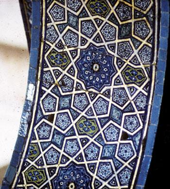 Girih strapwork pattern on an interior archway in the Sultan's Lodge in the Green Mosque in Bursa, Turkey (AD 1424)