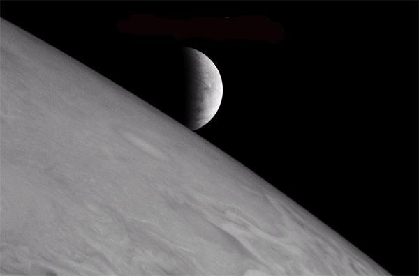 New Horizons caught Europa rising over Jupiter's horizon