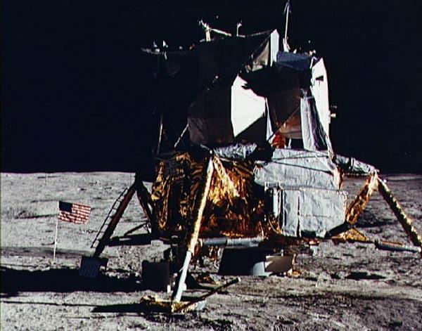 NASA asks Apollo engineers for help with Moon plans | New ...