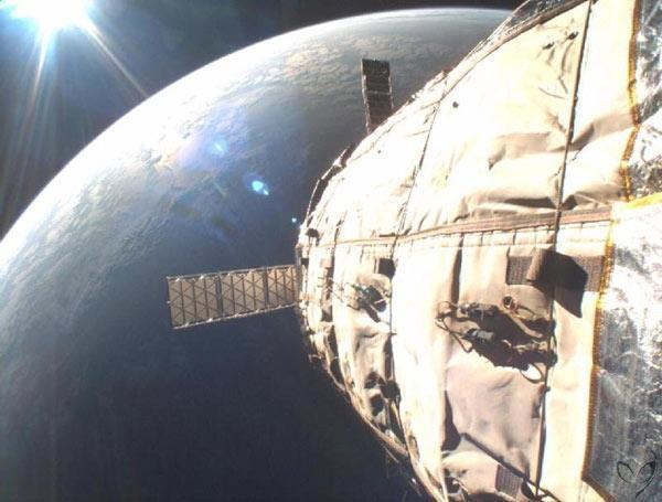 Bigelow's first inflatable spacecraft, Genesis I, photographed itself in orbit in March 2007