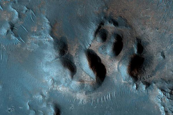 Nili Fossae Trough is one of the largest exposures of clay minerals discovered by the OMEGA spectrometer on Europe's Mars Express orbiter. Organic materials may be preserved in the clay