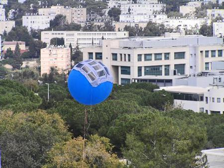 Tethered helium balloons topped with solar cells could harvest sunlight without covering large areas of ground