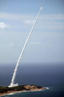 A Standard Missile-3 launches from the Pearl Harbor-based Aegis cruiser, USS Lake Erie, in a test on 6 November 2007