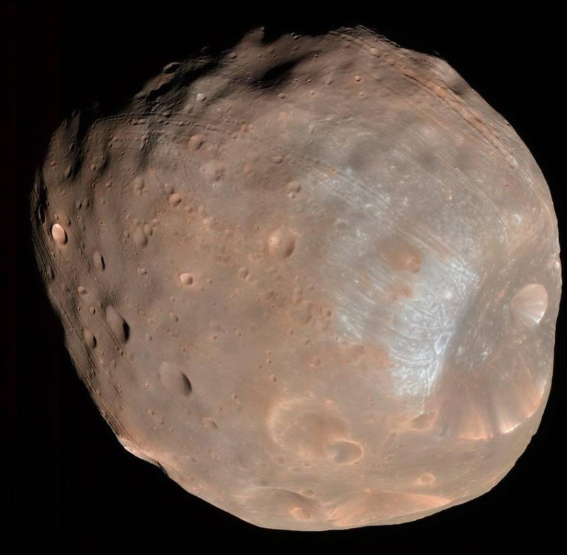 A 9-kilometre crater named Stickney dents the side of Mars's moon Phobos in this new false-colour image from the Mars Reconnaissance Orbiter, taken from a distance of 6800 kilometres