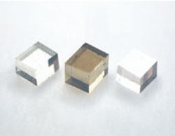 The CVD diamond in the centre has not been annealed, the ones to the left and right have