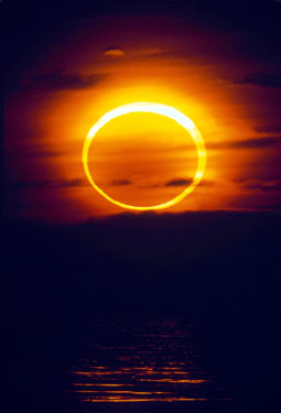 A total solar eclipse seen from California in 1992