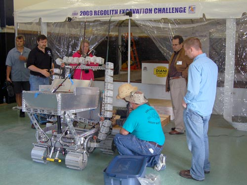 Team Braundo, made up of California hobbyists, gets ready to become the first team to compete in the 2009 Lunar Regolith Challenge