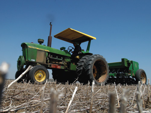 No-till systems sow crops without ploughing, keeping water in the soil