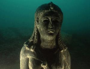 A statue of a queen dressed as the goddess Isis