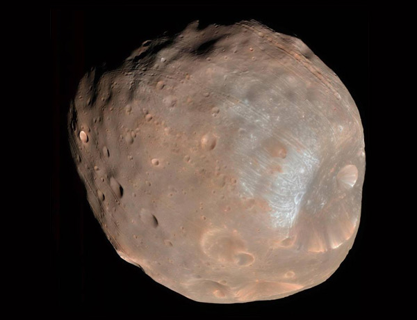 A 9-kilometre crater named Stickney dents the side of Mars's moon Phobos in this false-colour image