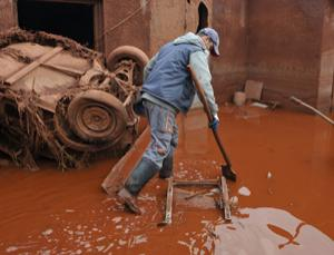 The iron that give the mud its vivid colour also helps soak up toxic heavy metals