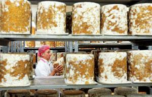 Made exclusively in the counties of Nottinghamshire, Leicestershire and Derbyshire from local milk, Stilton cheese forms part of a traditional British Christmas day dinner