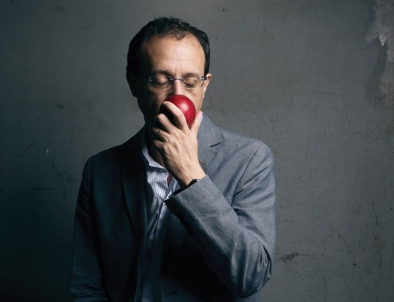 Paolo Gasparini eating an apple