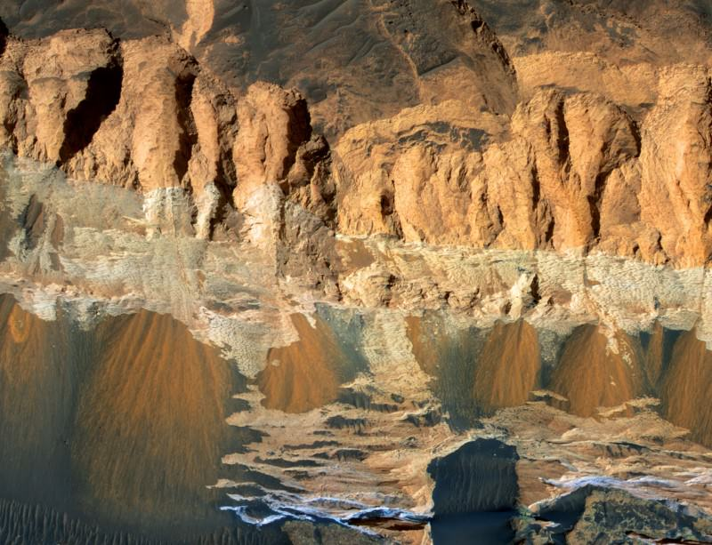 Did life start in a Martian gorge?