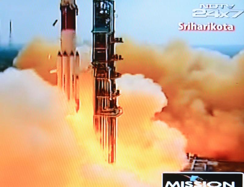 India's Mars Orbiter takes to the skies