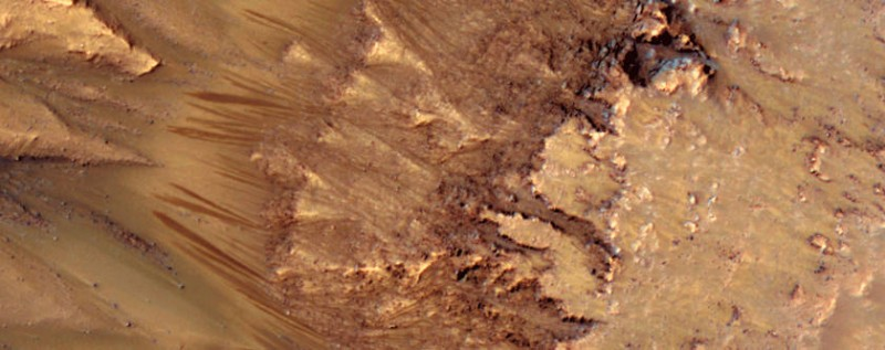 Damp spots found in supposedly dry Martian tropics