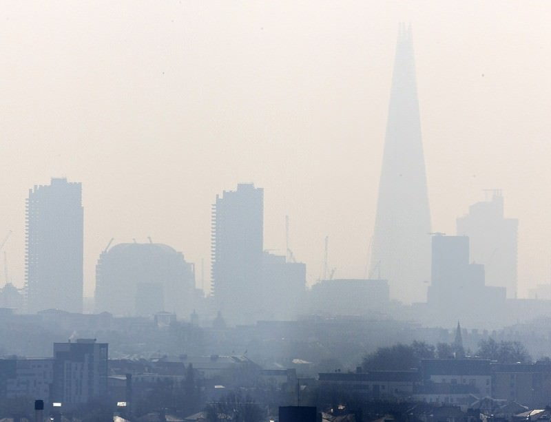 A smoggy day in London town