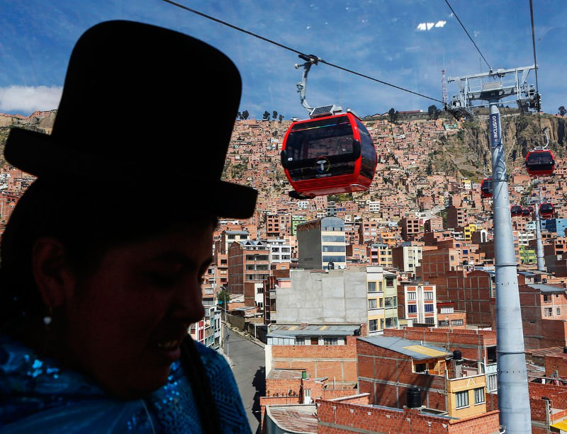 Record-breaking cable car for La Paz's crazy commutes
