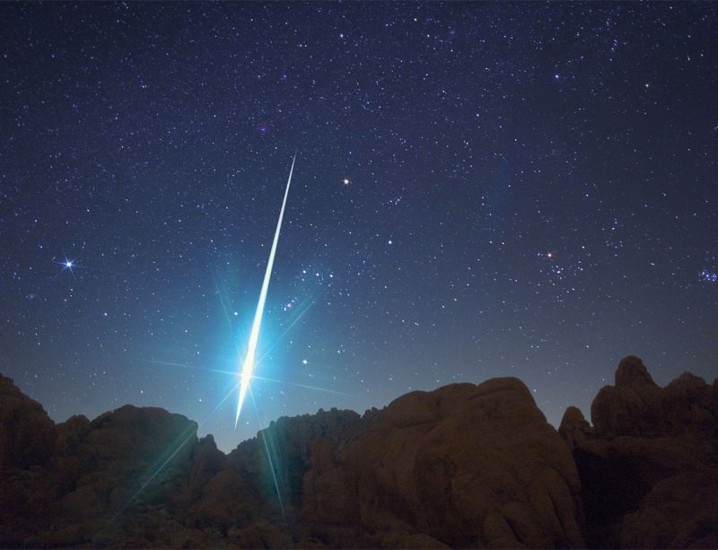 This meteor hurtled through the atmosphere on 14 December 2009, during the annual Geminid meteor shower. The picture was taken from the Mojave desert