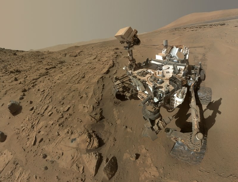 Celeb rover marks one Martian year on Mars with selfie