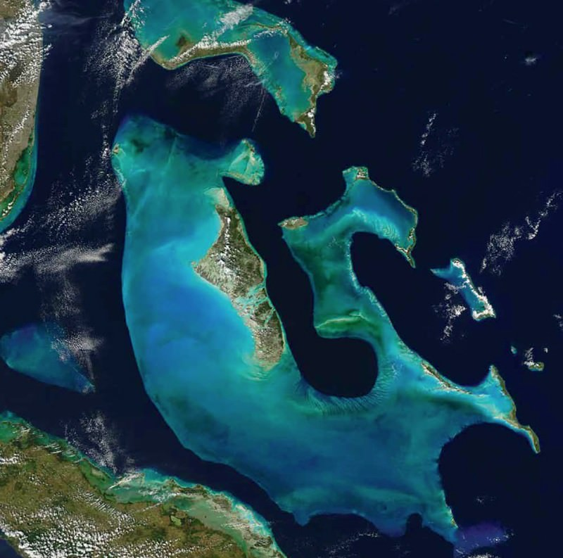 Bahamian paradise built by bacteria using Saharan dust