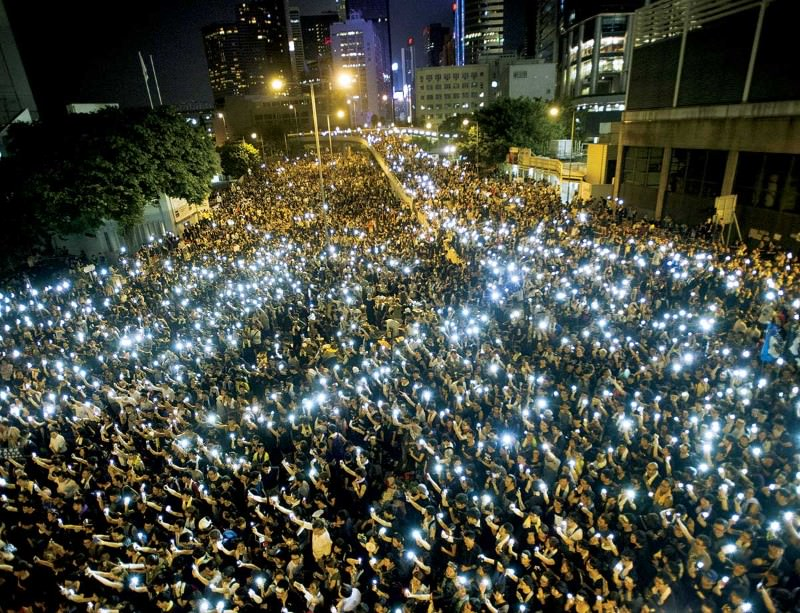 Phones aloft for democracy