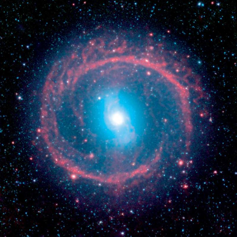 Churning galaxy boasts a fiery halo of baby stars