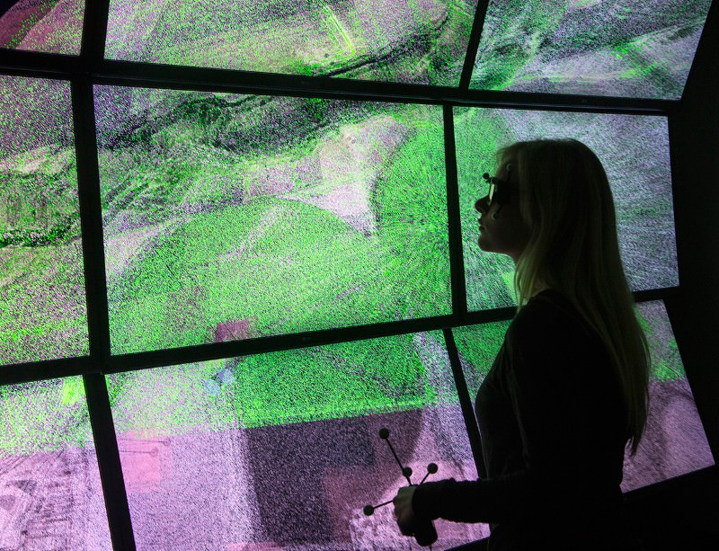 3D wall immerses you in an earthquake