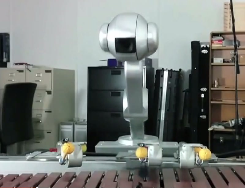 Robot jazz band showcases its freestyling skills
