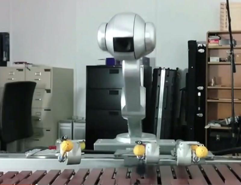 Robot jazz band showcases its freestyling skills