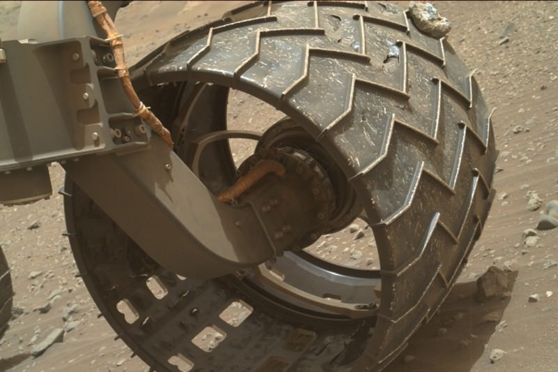 Curiosity Mars rover takes a rock along for the ride