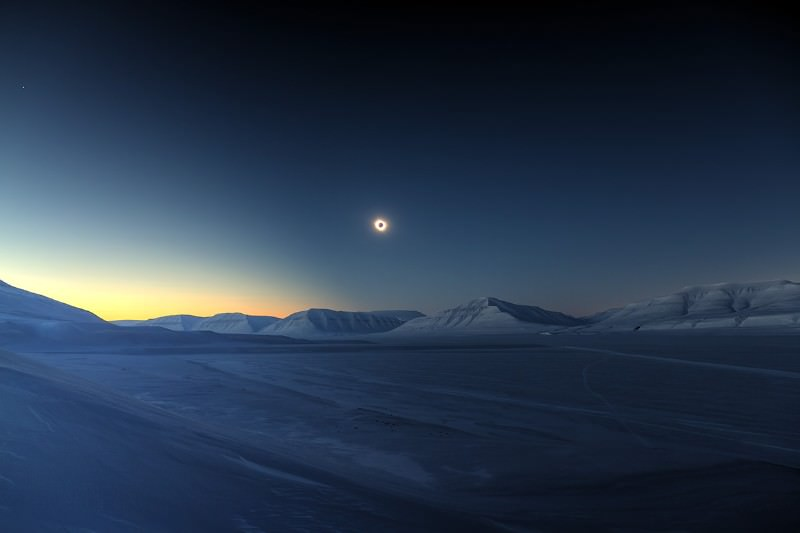 Total eclipse glowing over icy pyramids wins photo prize