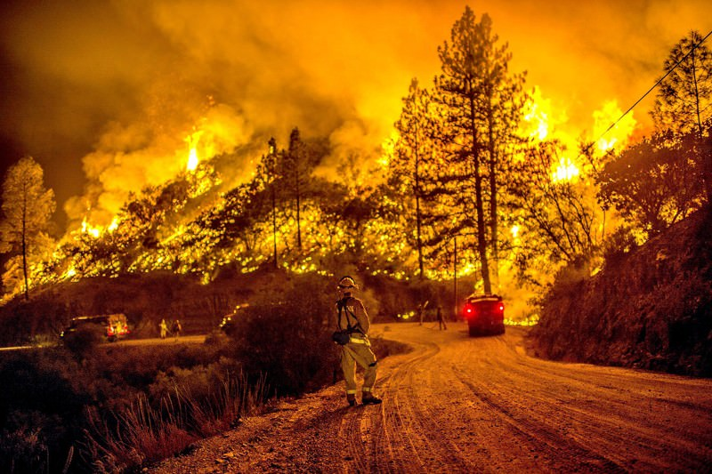 Drought-hit California burns while waiting for El Niño rains