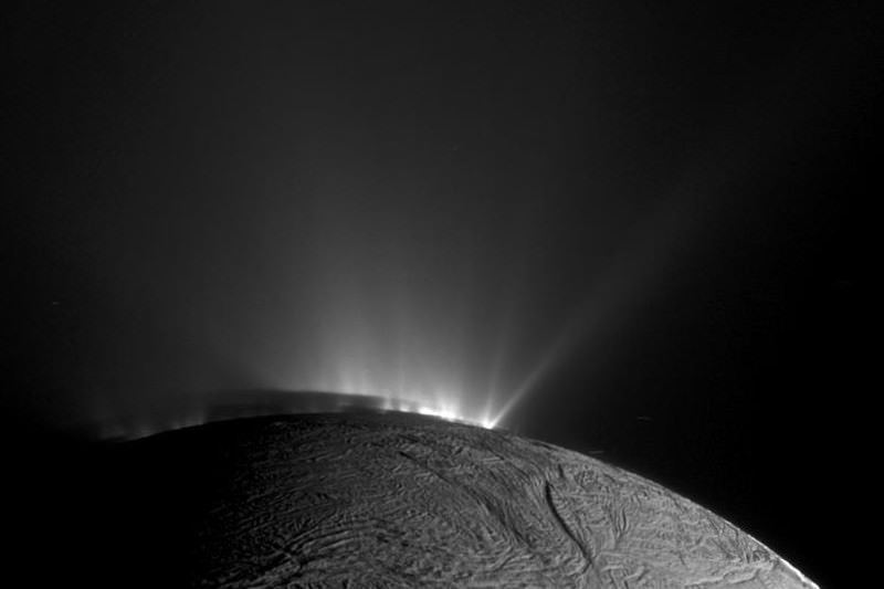 Cassini probe to dive deep through watery plume on Enceladus