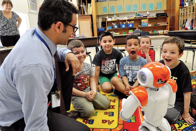Robot language tutors to get kids up to speed before school