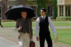 G. H. Hardy (Jeremy Irons) and Srinivasa Ramanujan (Dev Patel) walk together, deep in conversation