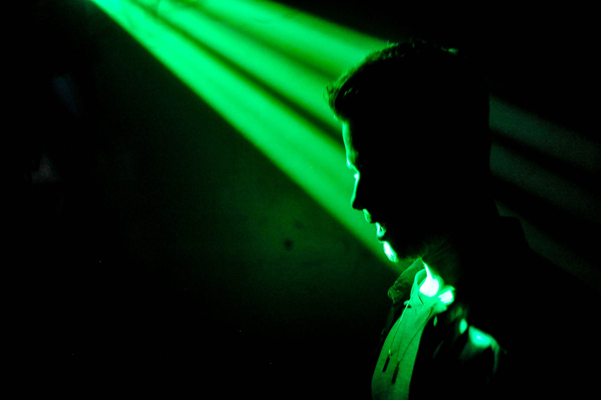 & Green light found to ease the pain of migraine | New Scientist