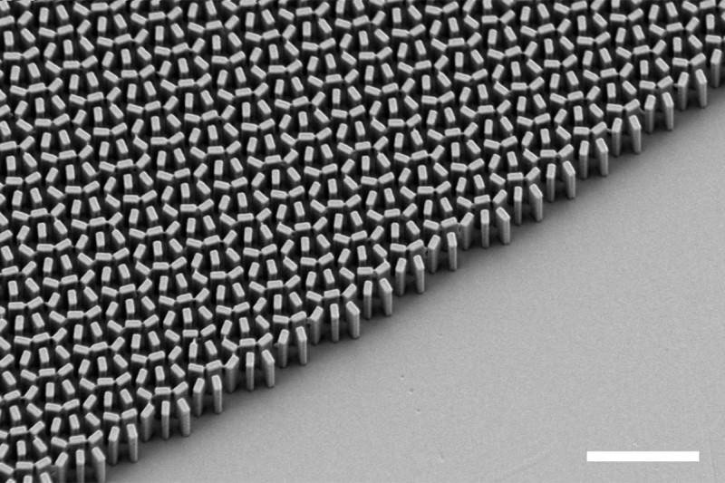 A titanium dioxide metamaterial lens