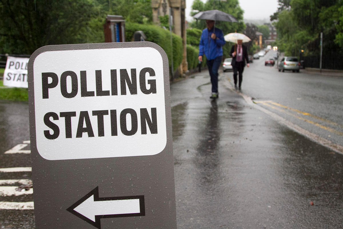 Stock Photo - Wimbledon London, UK. 23rd June, 2016. Voters arrive at a Polling station in Wimbledon to vote at the EU referendum on a wet soggy morning with rain downpours