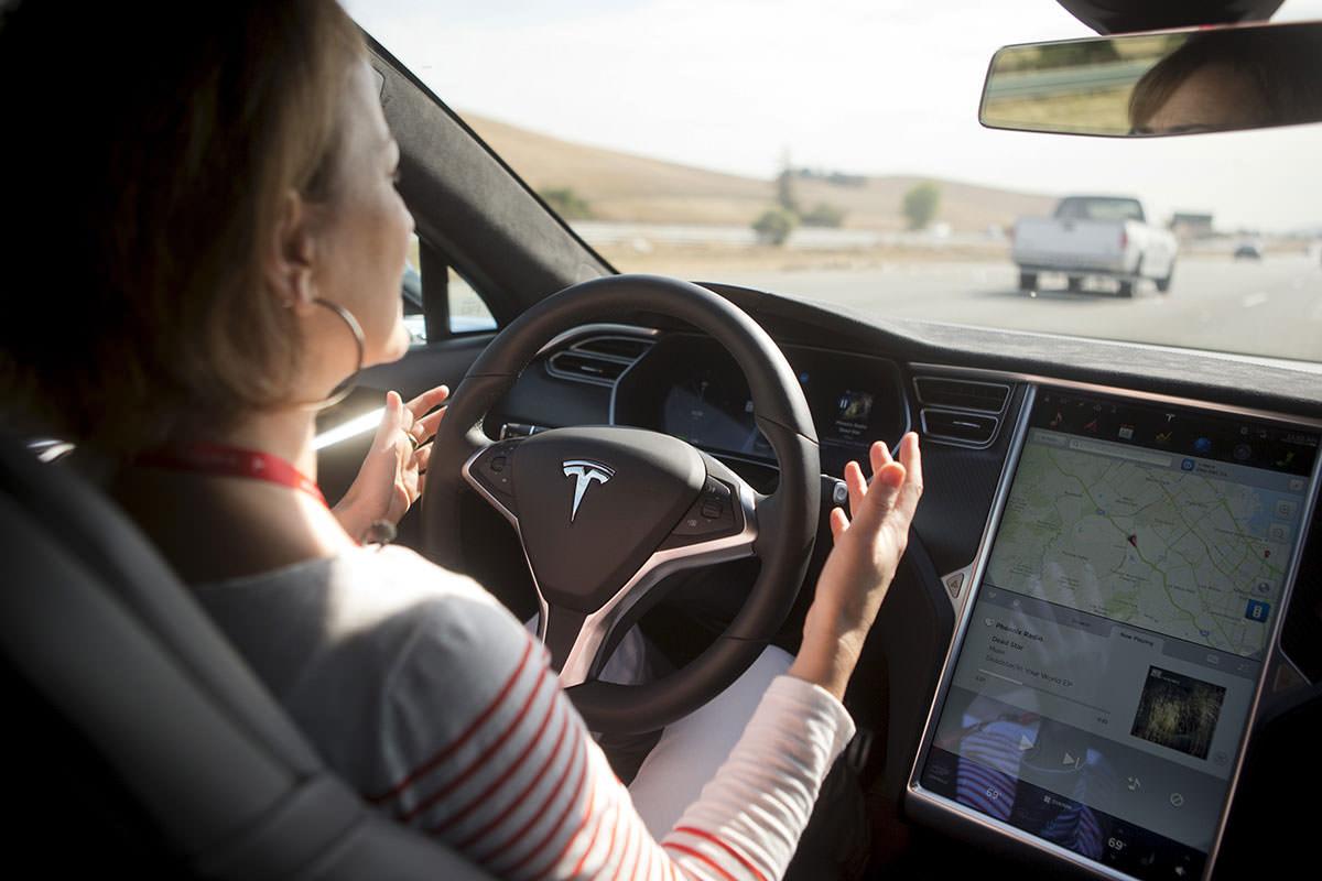 Tesla driver dies in first fatal autonomous car crash in US