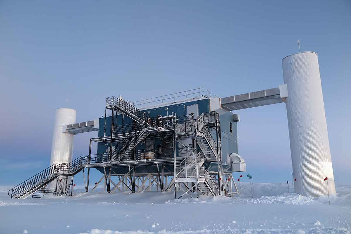 IceCube telescope in Antarctica rules out sterile ...Icecube Neutrino Observatory Core