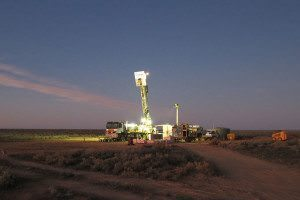 thumbnail_Drilling-rig-on-Nullarbor_Catherine_Spaggiari-2