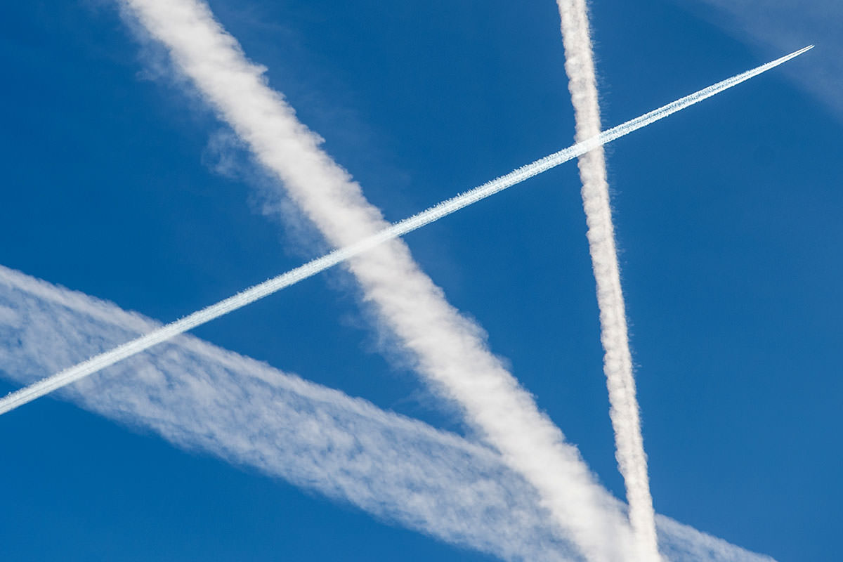 Contrails from planes